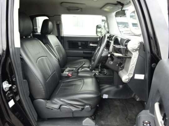Toyota FJ CRUISER image 5