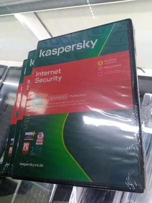 Kaspersky Internet Security 3+1 Devices - Version 2021 - 1Year License image 1