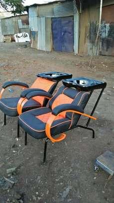 Kinyozi seats image 2
