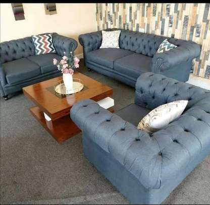 five seater Chesterfield 2,2,1 image 1