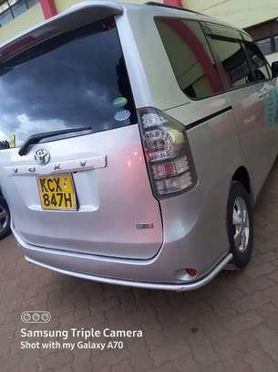 Toyota voxy  2012 image 2