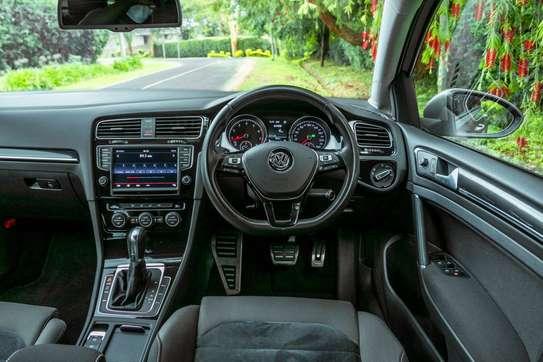 Volkswagen Golf image 9
