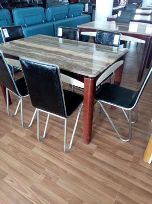 Spacious 6 seats dining table image 1