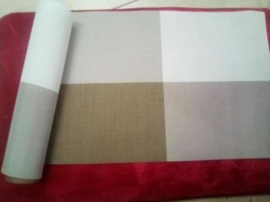 Table runner gold checked 1pc image 1