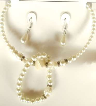 ladies Pearl necklace with earrings and bangle
