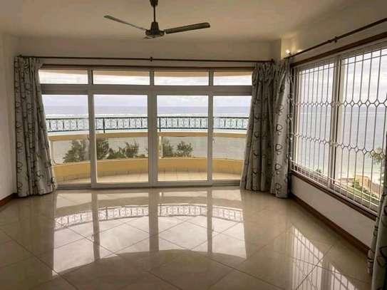 Very spacious 4 Bedroom sea view apartments to let at nyali Mombasa Kenya image 7