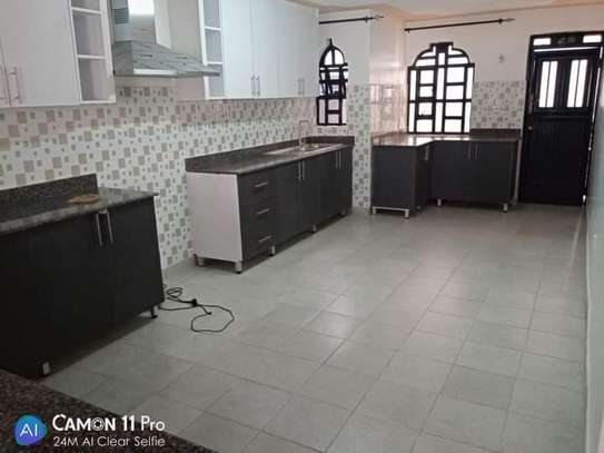 4 BEDROOMS, TOWNHOUSE THINDIGUA TO LET: 90K image 13