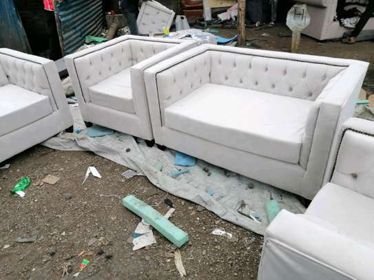 Chesterfield sofa set image 4