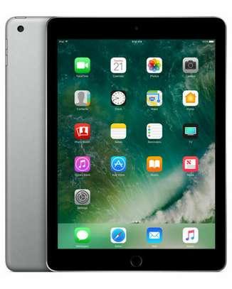 iPad 5th gen 32gb WiFi only image 2