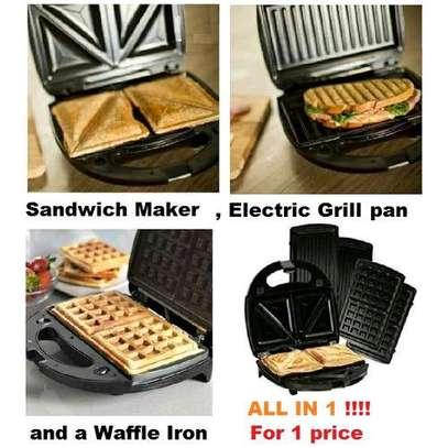 Lord 750W 3 In 1 Sandwich, Waffle Maker & Grill Breakfast Master image 2