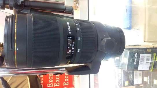 Canon camera lens image 1
