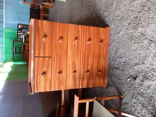 Chest of drawers/cabinets