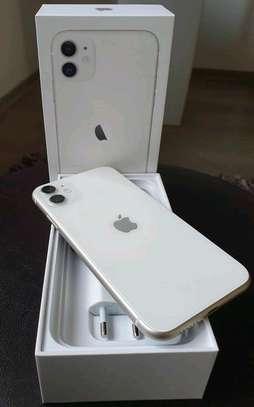 Apple Iphone 11 White 256 Gigabytes image 2