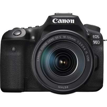 Canon EOS 90D DSLR Camera with 18-135mm Lens image 4