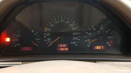1993 Mercedes-Benz E200 KAS auto petrol drives smooth Mint image 5