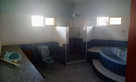 4br maisonnette all-ensuite for rent in Nyali image 12