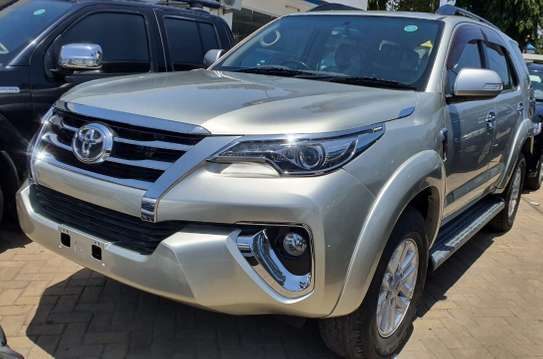 Toyota Fortuner image 2