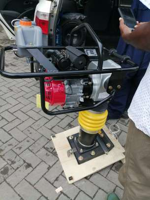 BRAND NEW TAMPING RAMMER WITH A HONDA ENGINE. image 3