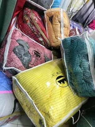 Valvet woolen blankets duvets image 7