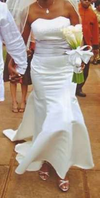 Wedding gown for hire/sale