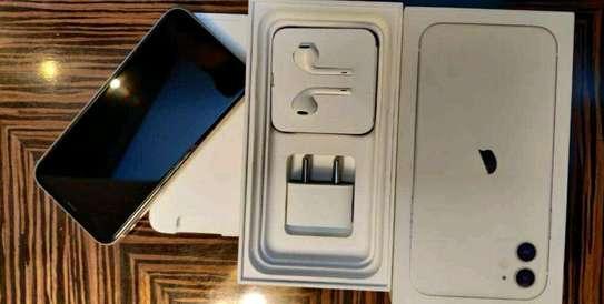 Apple Iphone 11 Gold 256gb Under International Warranty image 2
