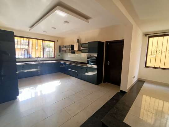 5 bedroom house for rent in Spring Valley image 7