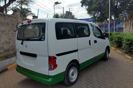 Mitsubishi Delica image 6