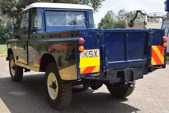 Land Rover 109 image 3