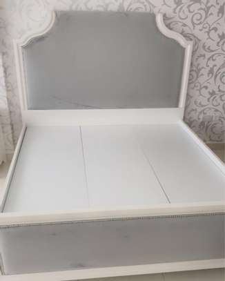 King size bed image 2