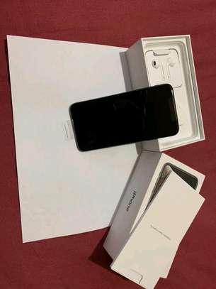 Apple Iphone xs max 512 Gigabytes Black image 3