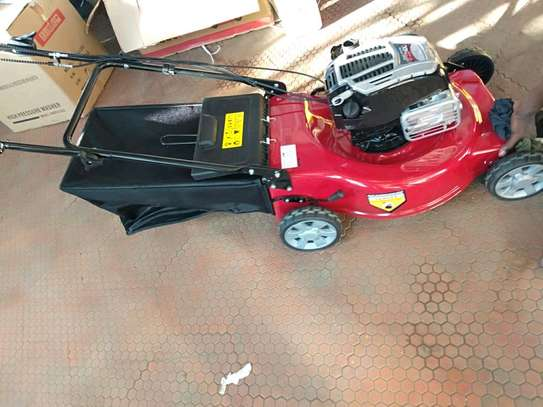 Self propelled new lawn mower