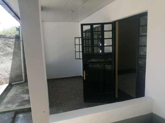 3 Bedroom all ensiute bungalow in Karen to let image 3