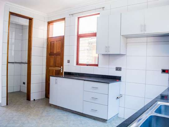 Red Hill - Flat & Apartment image 7