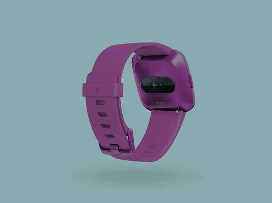 Fitbit Versa Lite Edition Smartwatch image 3