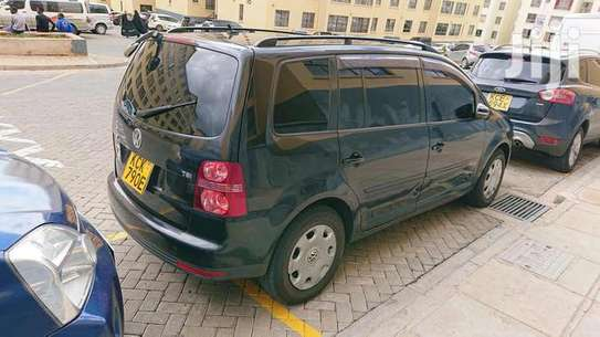 Black VW Touran for KShs 890,000