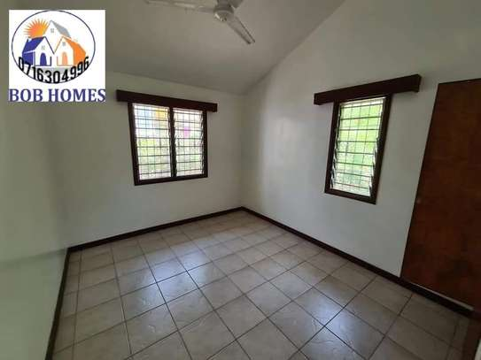 3 bedroom house for rent in Nyali Area image 9