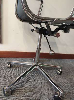 High Back Mesh Chair image 6
