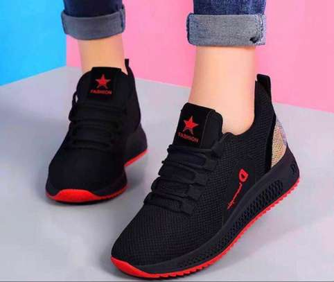 Ladies sports shoes image 1