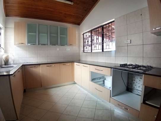 4 bedroom townhouse for rent in Kilimani image 9