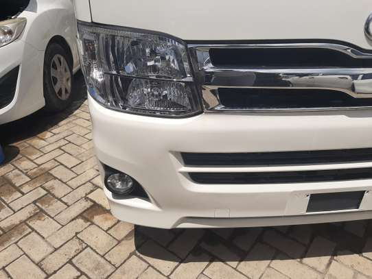 Toyota HiAce image 6