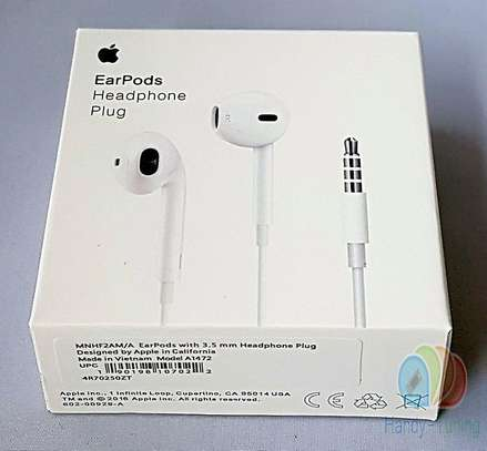 Apple Earpods With 3.5mm Headphone Plug image 2