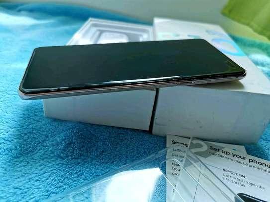 Samsung Galaxy  S10 5g    512  Gigabytes Black & Galaxy Buds image 5