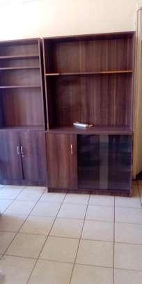 Shop shelves and display units image 2