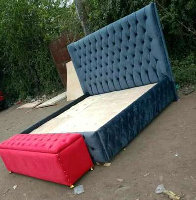 Deep buttoned bed