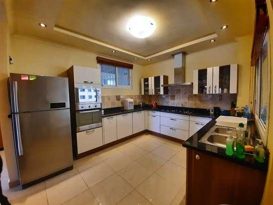 Furnished 3 bedroom apartment for rent in Riverside image 4