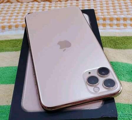 Apple Iphone 11 Pro Max Gold 512 gb Under International Warranty image 5