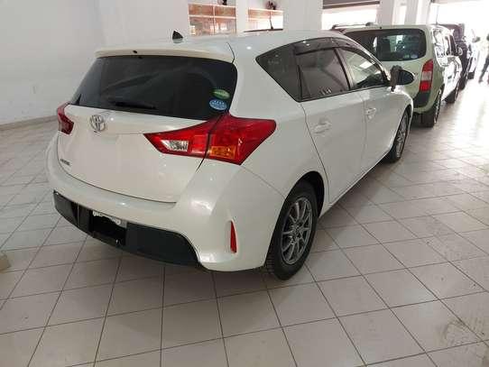 Toyota Auris image 2