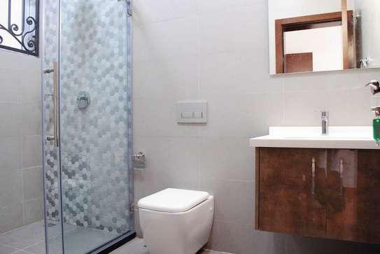 5 bedroom villa for rent in Lavington image 8