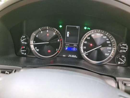 Lexus LX 570 image 6