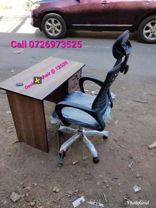 Headrest seat and desk image 1
